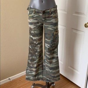 Miss Me Embellished Camoflage Cargo Boot Cut Small